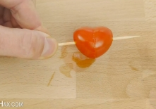 How to Make a Tomato Heart.00_01_32_15.Still012
