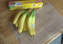 How to keep Bananas Fresh Longer, Wrapping Bananas in plastic wrap, Does it really work-.00_00_07_06.Still002
