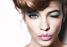 girl_face_grimace_make-up_style_69427_800x600